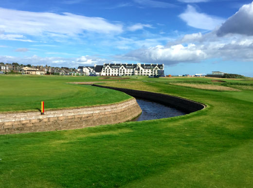 "17, 18 och ""Hotel of funky smells"" – Carnoustie."